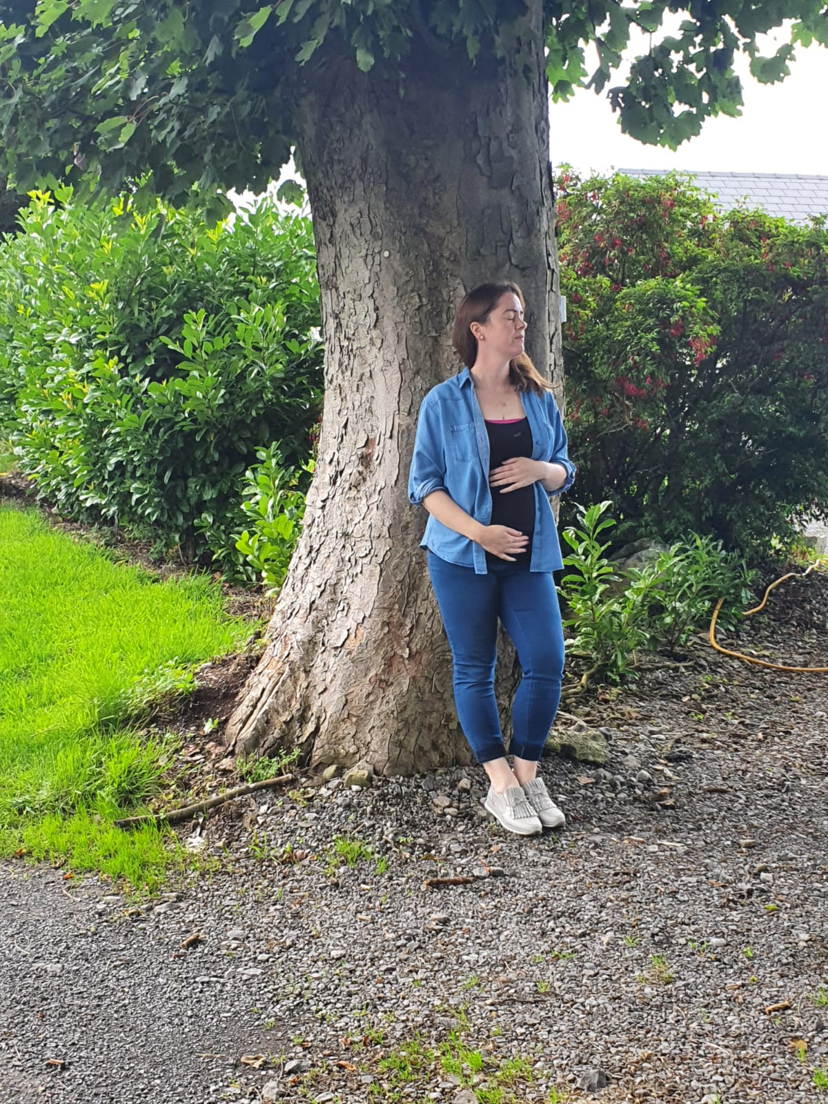 Leona grounding with tree during pregnancy